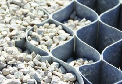Geoceldas para la estabilización de gravas y taludes