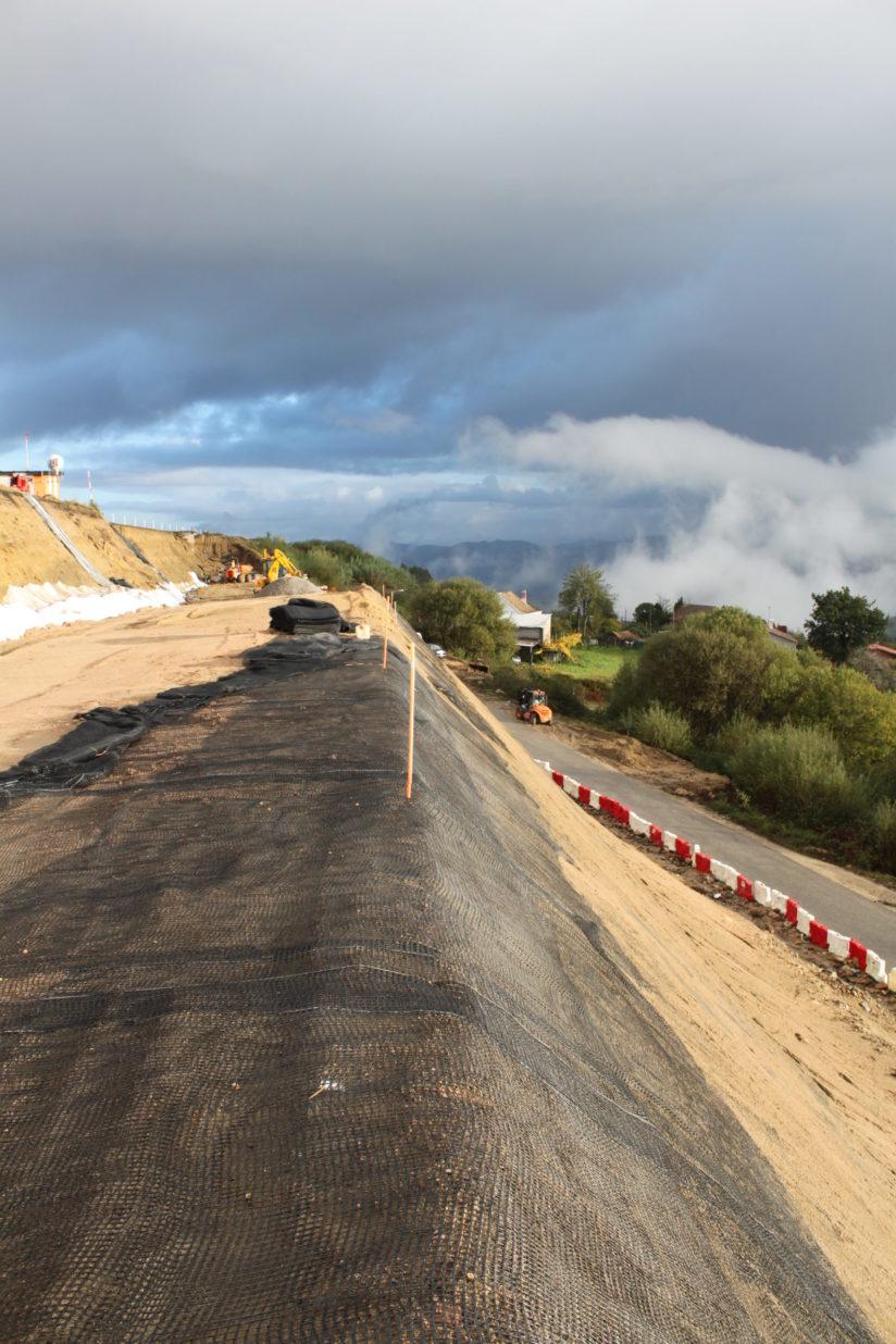 Mallas de refuerzo para evitar la erosión en taludes